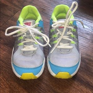 💙💚Girls Nike's size 2💚💙